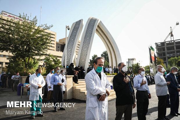 حضور کادر درمان بیمارستان بقیه الله در مراسم تشییع پیکر شهید مدافع سلامت مهدی صادقی