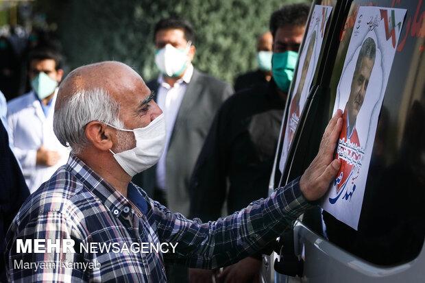 حضور خانواده شهید مدافع سلامت مهدی صادقی در مراسم تشییع پیکر شهید