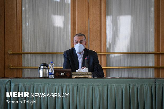 حسین امیر عبداللهیان، وزیر امور خارجه ایران در دیدار با تجار و اعضای اتاق بازرگانی در مورد واردات واکسن کرونا