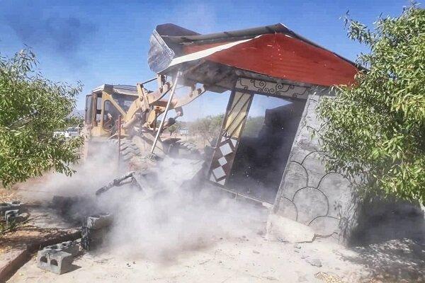 چهار دیواری های غیرمجاز در شهرک «قلعه میر» تخریب شد