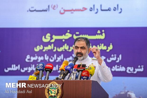 امیر دریادار شهرام ایرانی در حال تشریح هفتاد و پنجمین ناوگروه اعزامی به اقیانوس اطلس