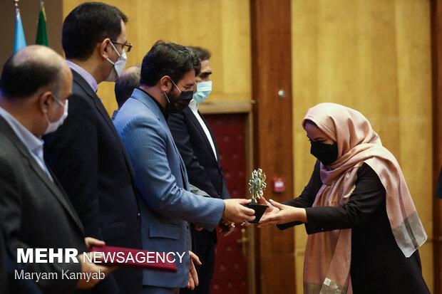 تقدیر از تعاونی های برتر توسط عبدالملکی وزیر تعاون، کار و رفاه اجتماعی