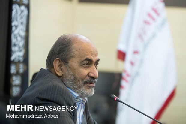 محسن رفیق دوست از مبارزان انقلاب در مراسم رونمایی از کتاب عراقی را بکش