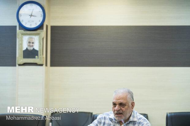 عزت الله مطهری (شاهی) از مبارزان انقلاب اسلامی ایران در مراسم رونمایی از کتاب عراقی را بکش