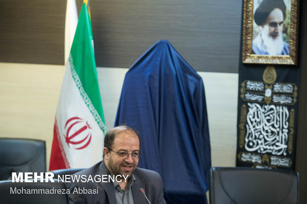 سعید کرمی مدیر عامل انتشارات سروش در مراسم رونمایی از کتاب عراقی را بکش