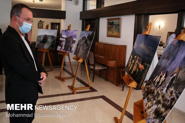 """بازدید مخاطبان از نمایشگاه عکس """"تاریخ کوهنوردی لهستان"""""""