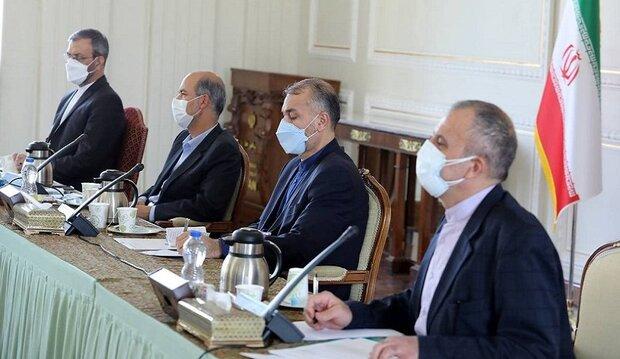 وزيرا الخارجية والطاقة الايرانيتين يبحثان تنمية التعاون مع دول الجوار الشمالي