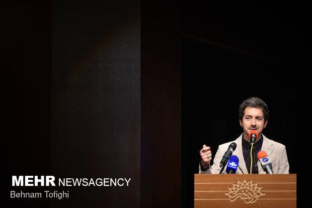 نجم الدین شریعتی مجری و گوینده شبکه سوم سیما در آیین افتتاحیه رادیو اربعین ۱۴۰۰