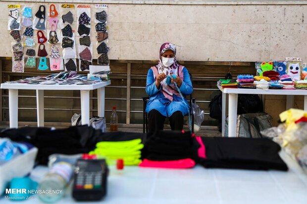 تلاش زنان دستفروش ساری به عنوان فعال در تامین اقتصاد خانواده در تمام دنیا مرسوم است و در دوره سخت کنونی این امر اهمیت دوچندان مییابد