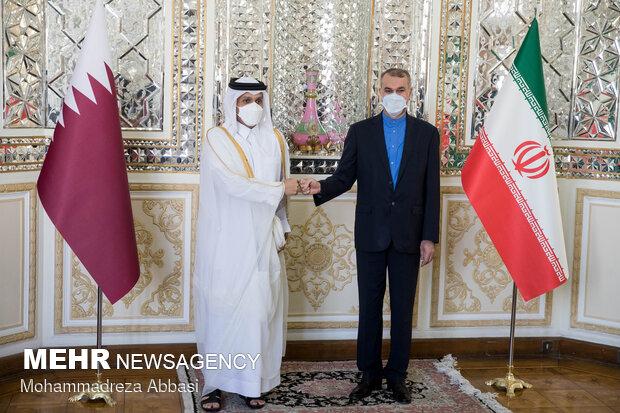 عکس یادگاری حسین امیر عبداللهیان وزیر امور خارجه ایران و محمد بن عبدالرحمن آل ثانی وزیر امور خارجه قطر