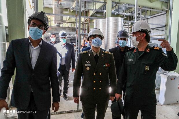 بازدید وزیر دفاع از کارخانه تولید واکسن فخرا