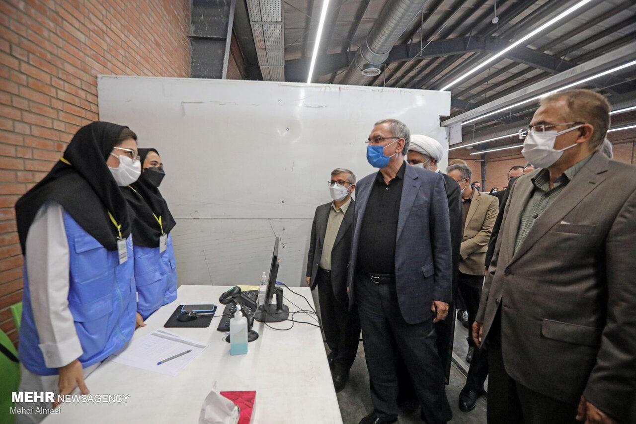 انتقاد وزیر بهداشت از روند واکسیناسیون در پایتخت