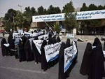 کابل میں برقع پوش خواتین کا طالبان کے حق میں مظاہرہ