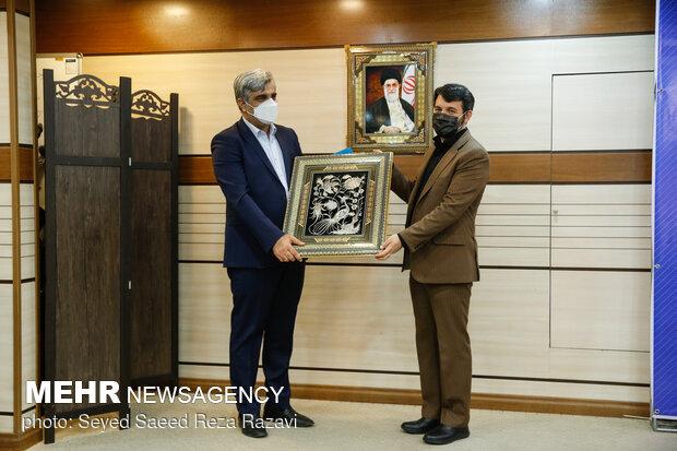 تقدیر حجت الله عبدالملکی وزیر تعاون، کار و رفاه اجتماعی از مصطفی سالاری مدیرعامل اسبق تامین اجتماعی