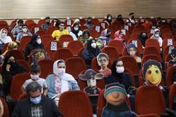 نمایشگاه پوسترهای ادوار جشنواره فیلم کودک در اصفهان افتتاح شد