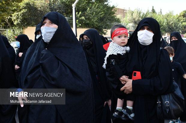 حضور بانوان در  مراسم تشییع پیکر شهید مدافع حرم «مرتضی کریمی»