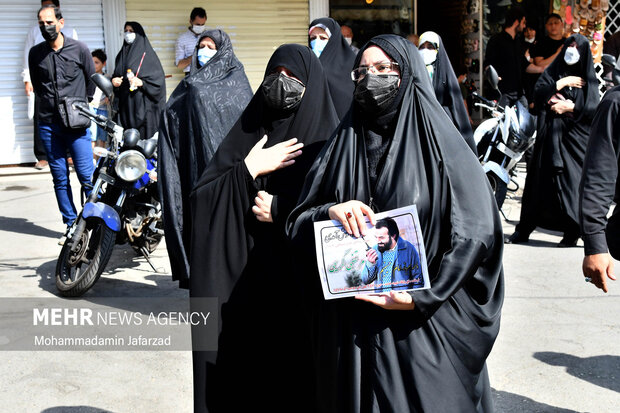 حضور گسترده  مردم در  مراسم تشییع پیکر شهید مدافع حرم «مرتضی کریمی»