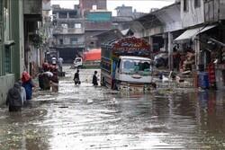 بارندگی سیل آسا و ریزش سقف خانه ها در پاکستان/۱۶ تن جان باختند