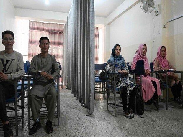 طالبان نےخواتین کی تعلیم کے لئے کلاس روم میں صنفی تقسیم اور اسلامی لباس لازمی قراردیدیا