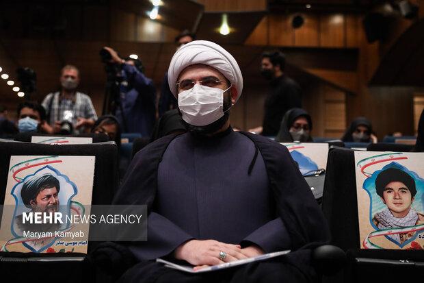 حجت الاسلام محمد قمی رئیس سازمان تبلیغات اسلامی در محل نشست خبری حضور پیدا کرد.