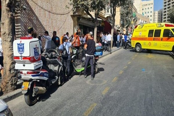 3 Zionists injured after they were stabbed in holy Quds