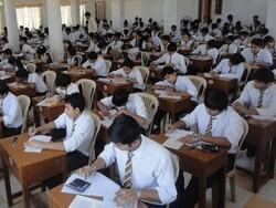 پاکستانی حکومت کا دسویں اور بارہویں کلاس کے تمام طلبا کو پاس کرنے کا فیصلہ