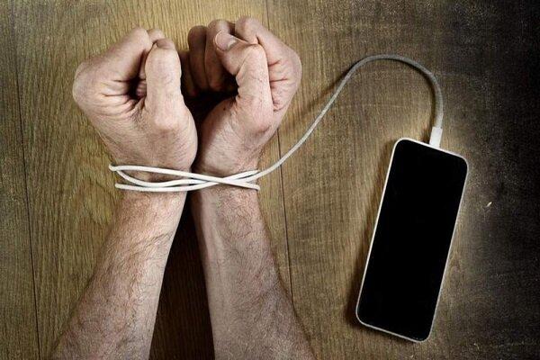 ۵ دلیل برای دوری از گوشیهای هوشمند