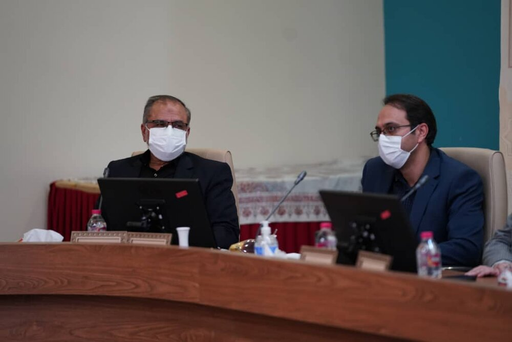 5000دانشآموز اصفهانی ترک تحصیل کردند/واکسیناسیون 80 درصدی معلمان