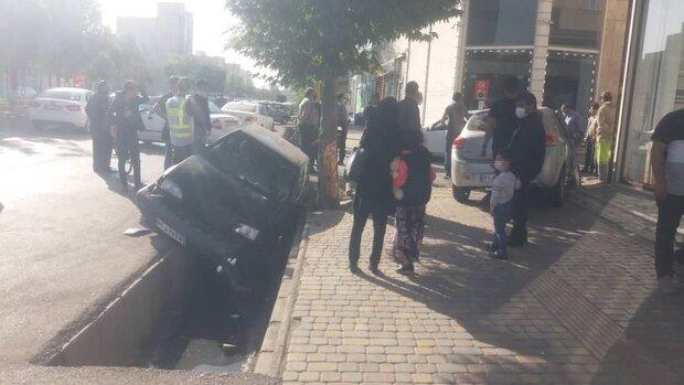 تصادف زنجیره ای 3 خودرو در اردبیل خسارت بر جا گذاشت