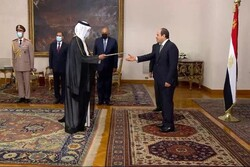 سفیر قطر استوارنامه خود را به رئیس جمهور مصر تحویل داد