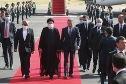آية الله رئيسي يصل إلى العاصمة دوشنبة