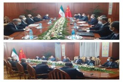 Emir Abdullahiyan Tacikistan'da Çinli mevkidaşı ile görüştü