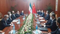 وزيرا الخارجية الايراني ونظيره الصيني يلتقيان في دوشنبة