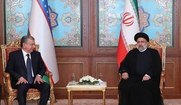 الرئيس الايراني يلتقي نظيره الاوزبكي