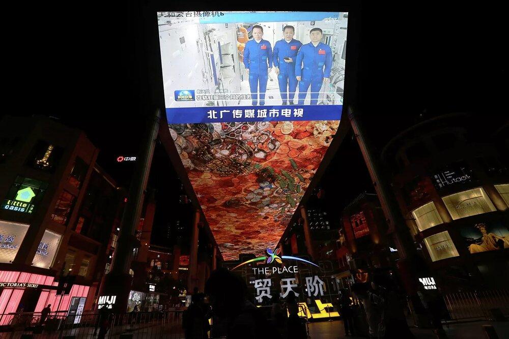 فضانوردان چینی به زمین بازگشتند