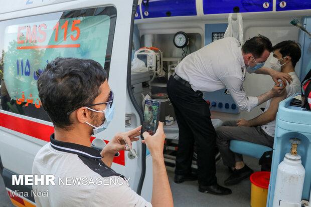 واکسیناسیون سیار در روز ملی اورژانس در تبریز