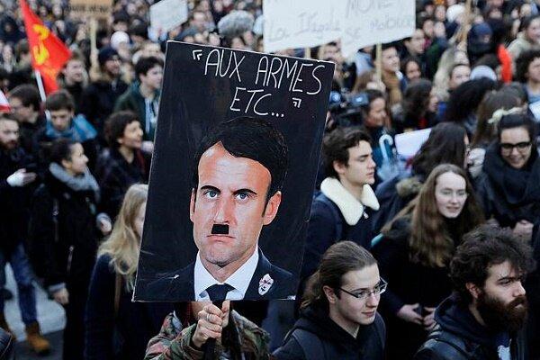 چهره منتقد رئیس جمهور فرانسه با شکایت ماکرون در دادگاه محاکمه شد