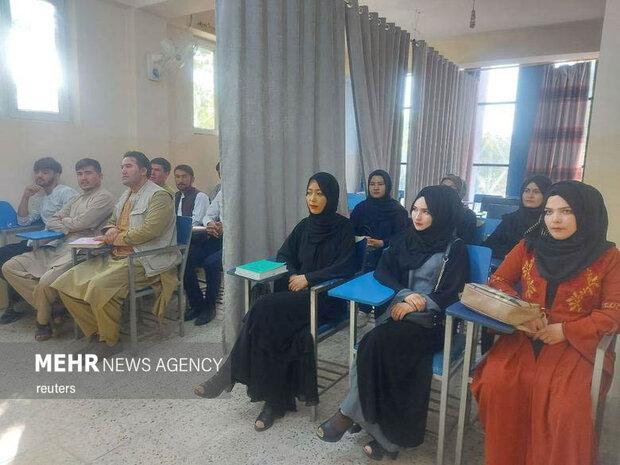 """حركة """"طالبان"""" تمنع النساء من دخول جامعة كابل"""