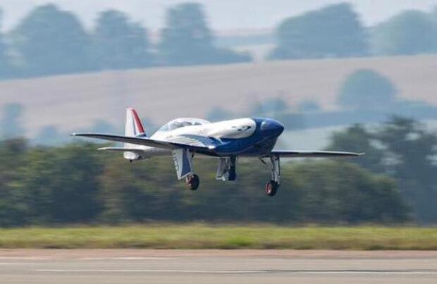 پرواز آزمایشی هواپیمای برقی رولزرویس انجام شد