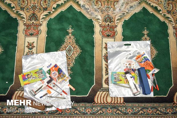 بسته بندی و توزیع بسته های مشق مهربانی در شیراز توسط فعالان جهادی