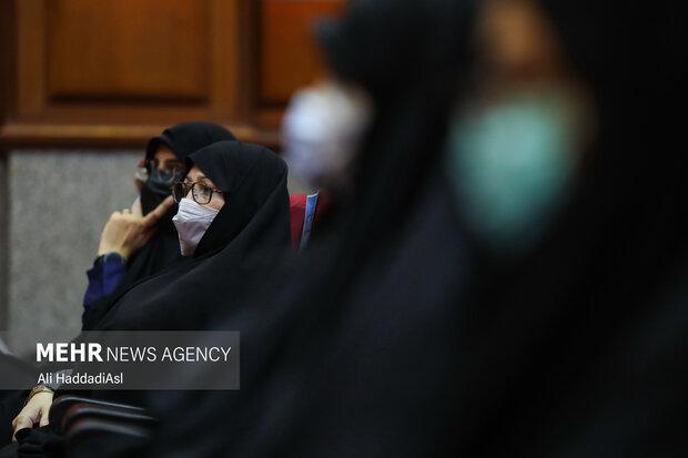 همسر شهید مسعود علیمحمدی در دادگاه  دادگاه رسیدگی به پرونده ترور دانشمندان هسته ای حضور دارد