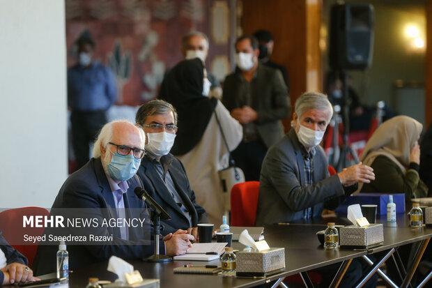 نشست صمیمی شاعران با وزیر فرهنگ و ارشاد اسلامی