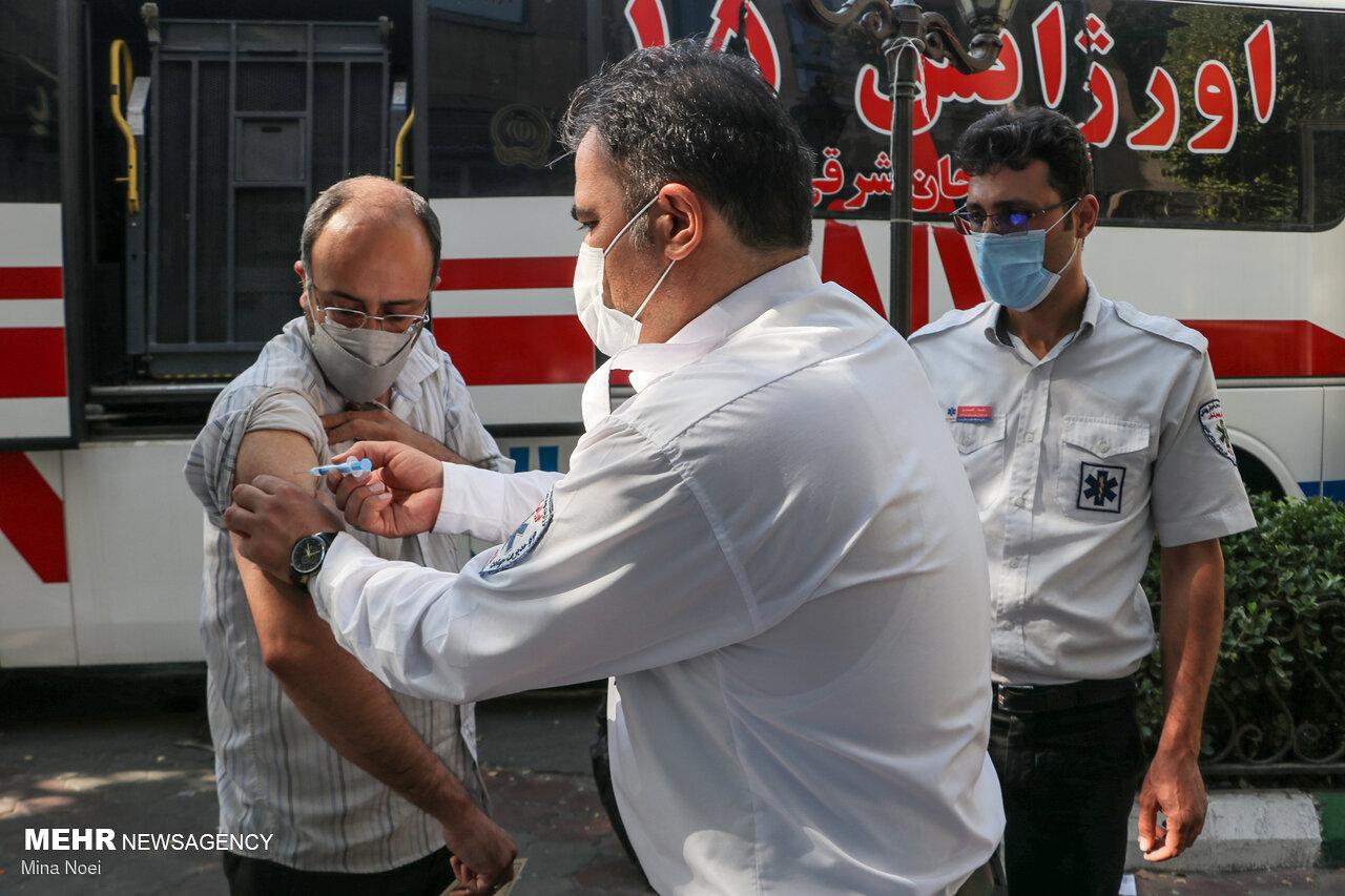 بازدید سرپرست سازمان اورژانس از مراکز واکسیناسیون