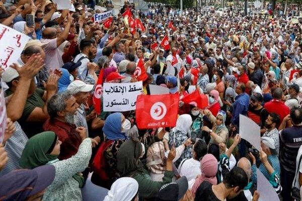 اعتراضات علیه قیس سعید در تونس/ «آب و نان آری و کودتا نَه»