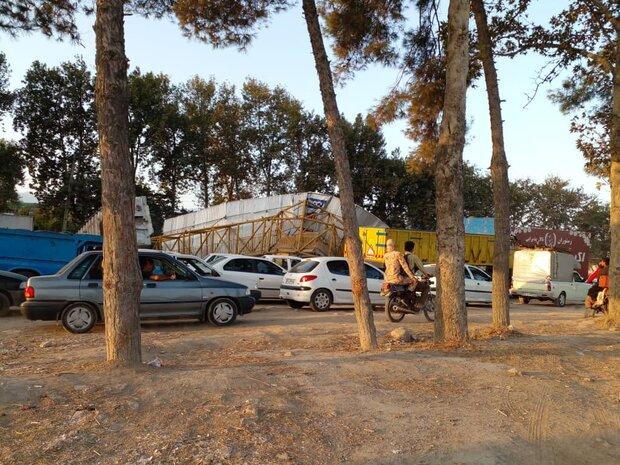 سقوط پل عابر پیاده موجب ترافیک شدید در جاده گرگان-کردکوی شد