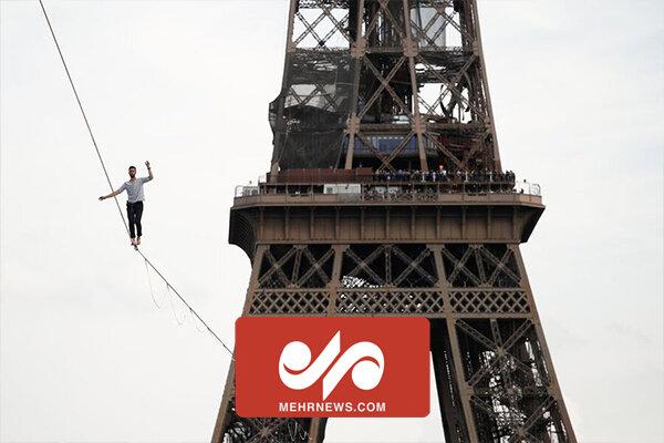 Fransız akrobat, Eyfel Kulesi'nde 600 metre ip üzerinde yürüdü