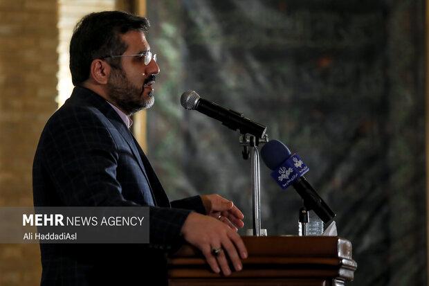 محمد مهدی اسماعیلی وزیر فرهنگ و ارشاد اسلامی در حال سخنرانی در آئین اختتامیه طرح نشان ایرانی است