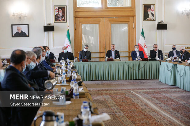 امیر عبداللهیان وزیر امور خارجه ایران و معاونان وزارت خارجه  در مراسم معارفه معاونان جدید وزارت خارجه  حضور دارند