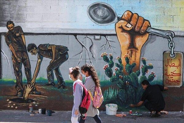 Gazze'de ressamlar İsrail hapishanesinden kaçan Filistinlileri resmetti