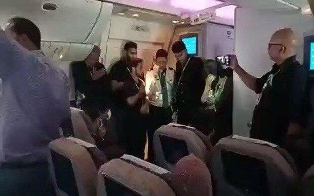 عزاداری مسافران هواپیمایی پاکستان در پرواز به سمت دمشق